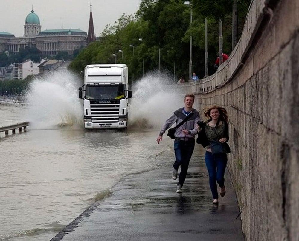 Fleeing truck splash